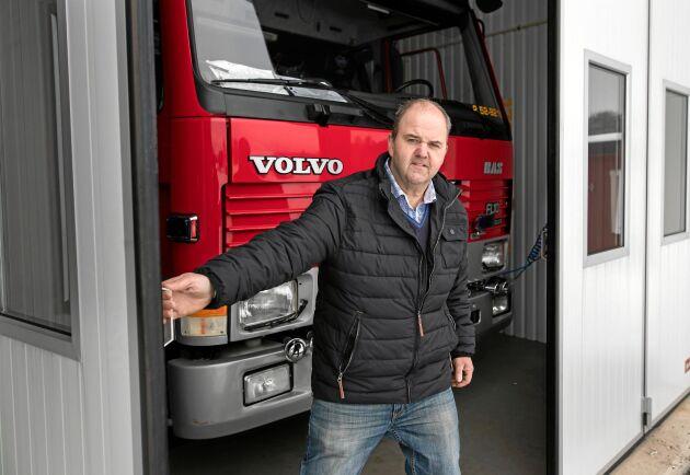 Brandvärnet har fått finnas kvar i Töllsjö, dessutom i en ny och ändamålsenlig lokal. Tack vare Stefan Hederdal som lät bygga den nya brandstationen på egen mark.