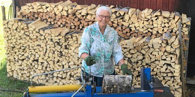 Märta, 89 år: Jag klyver och staplar all ved själv!