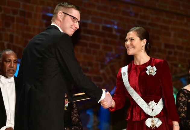 Joakim Svensson på Lunnarps Jord och Fjäder fick ta emot ett stipendium om 100000 kronor delades ut av Kronprinsessan Victoria.