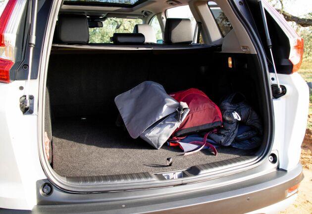 Utrymmet för hybridbatteriet gör att bagagerummet blir mindre.