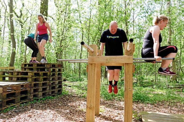 Populära Farmers Fitness inkluderar också en 350 meter lång hinderbana, ett utomhusgym, delvis byggt av återvunnet material från gården, och en träningslokal i den gamla ligghallen att utnyttja under riktigt ruggiga dagar.