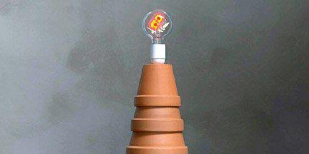 Stapla en lampa av lerkrukor