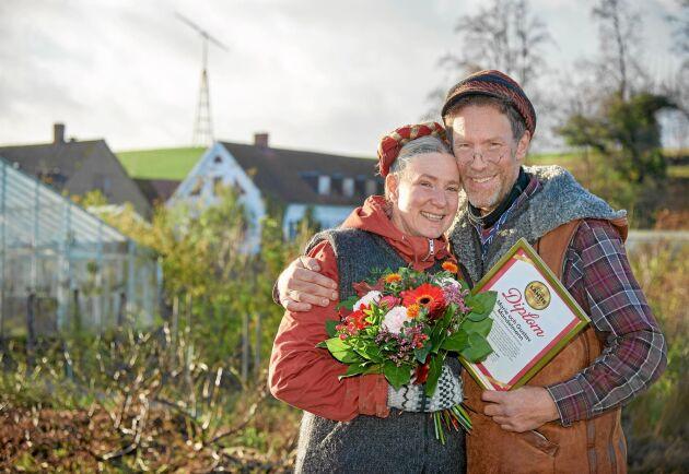 Glada vinnare! Marie och Gustav Mandelmann är hedrade över att ha korats till Årets Lantis -ar 2017.