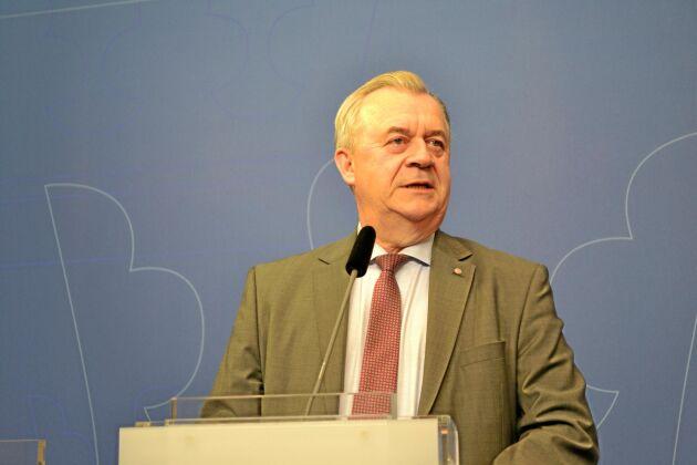 Sven-Erik Bucht (S) lovar ordning och reda i utbetalningarna av stöd.