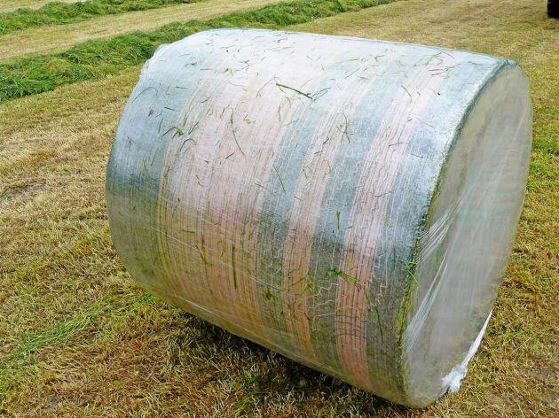 Balar som är inslagna med Unterland Crystal ska i stort sett ha samma egenskaper som sina färgade motsvarigheter. Enligt Coveris garantier ska balarna kunna förvaras i upp till ett år utomhus.