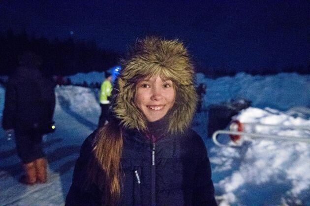 Tioåriga Elsa Bodlund från Kalix trivdes som fisken i vattnet.