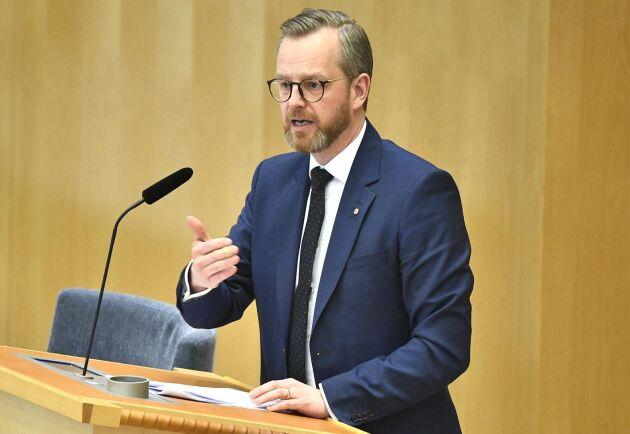 Inrikesminister Mikael Damberg (S) fick svara på frågor om vad regeringen gjort för att komma tillrätta med brotten mot lantbrukare.