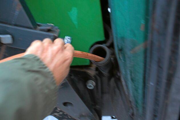 Bland annat diesel har stulits från flera gårdar i Halland.