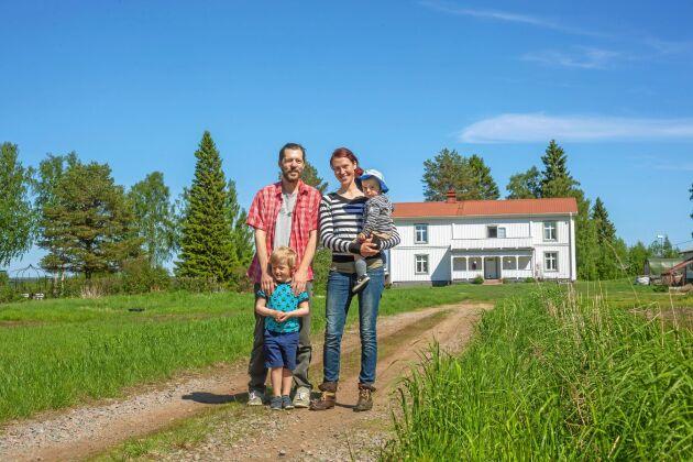 På norrbottniska Sandön bor familjen Johansson Lundkvist, har förverkligat sin dröm om att bli fårbönder.