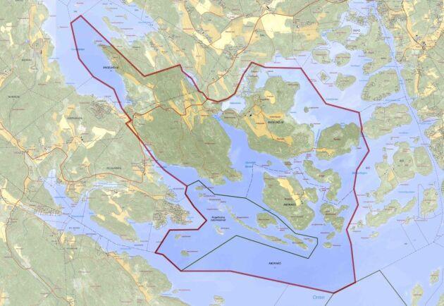 Totalt består fastigheten av närmare 900 hektar mark och omkring 1000 hektar vatten.