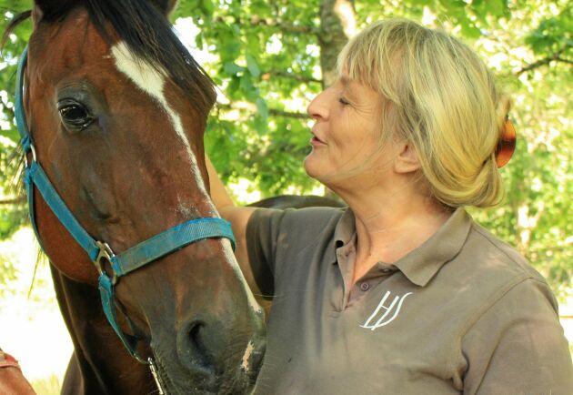 Hästgödsel är en resurs och behöver inte vara ett problem, anser Margareta Bendroth, rådgivare på Hushållningssällskapet Sjuhärad, här med hästen Napoling.