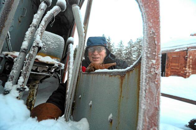 Nils Engfors stora passion är gamla lingrävare. Merparten av hans 13 maskiner fungerar trots att många har 60-70 år på nacken.
