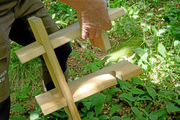 En vägghylla tillverkad av ek, som Stefan Karlsson tagit fram som ett exempel på hur ekvirke kan användas.