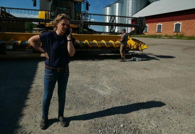 Karola Reuterström är vice ordförande för Sveriges Frö- och Oljeväxtodlare och tycker att vallfrö är en viktig avbrottsgröda i en spannmålsdominerad växtföljd men tycker att hela systemet för hur vallfrömarknaden måste moderniseras för att få en långsiktigt lönsam och hållbar vallfröodling i Sverige.