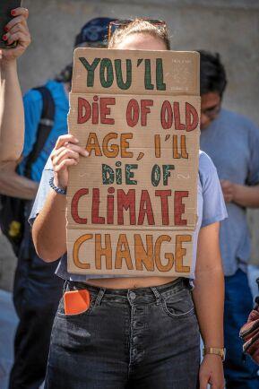 Unga människor världen över vädjar till makthavare att ta ansvar med sin klimatpolitik.