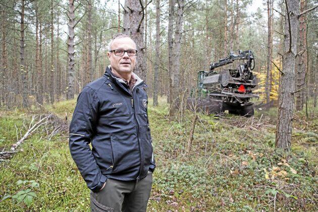 Stefan Gabrielsson, inspektor på Trolle Ljungbys gods ser bara fördelar med askåterföring.