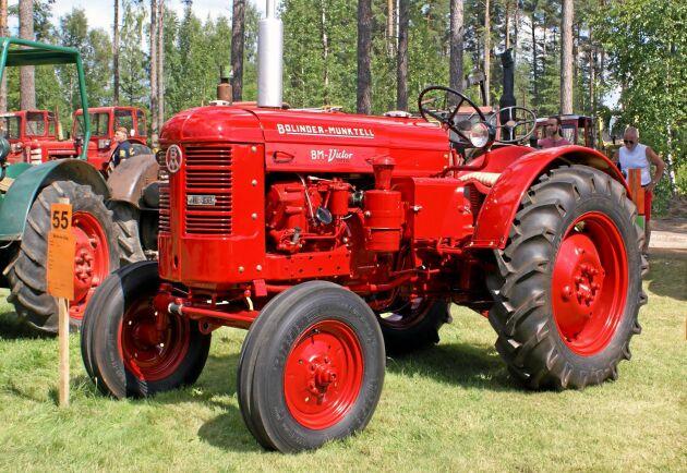 Alla 230 Victor blev målade i rött från 1 maj 1960. Innan det hade de BM-märkta varit gröna. Oavsett färg har Victorn en motor som många pratar om.