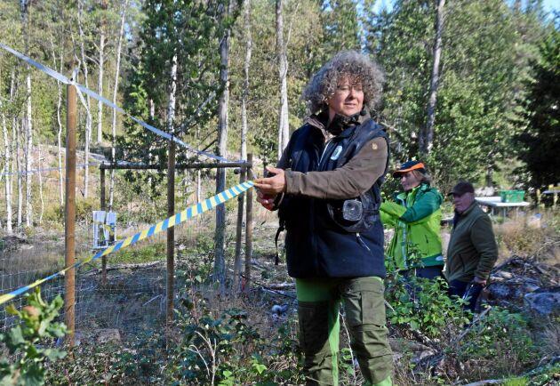 Annika Brodin, ordförande i Jägareförbundet Kalmar län invigde viltdemohägnet.