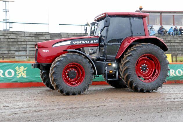 Olssons i Ellös är bland annat känt för att ha byggt en egen version av hur en modern Volvo BM traktor kunde ha sett ut.