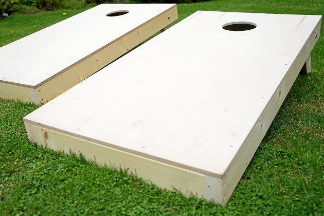 Konstruktionen är enkel, benen i bakkant ger kastvänlig vinkel.