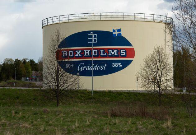 Den stora cisternen i Boxholm ägs fortsatt av Arla och vad som kommer hända med den är i nuläget okänt.