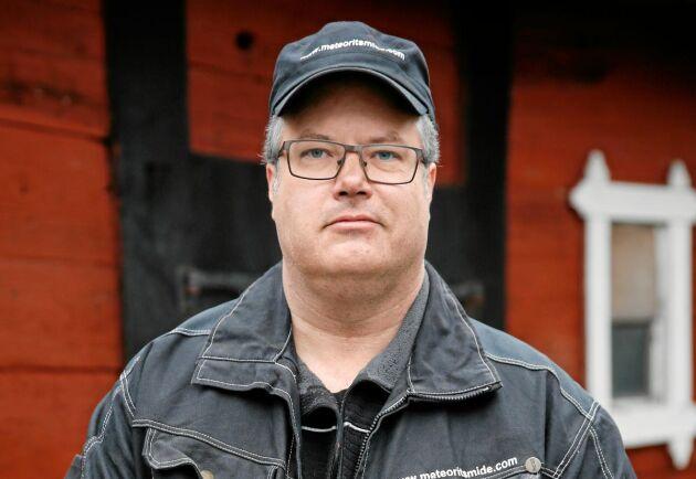 Smeden Magnus Jönsson har arbetat som smed i drygt 20 år och skapar fantastiska knivar – ibland av 64 lager stål och meteorit.
