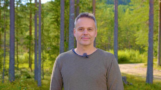 Andreas Zedrosser, från Österrike, är professor i Norge och studerar hur evolutionen påverkar björnarna i Sverige.