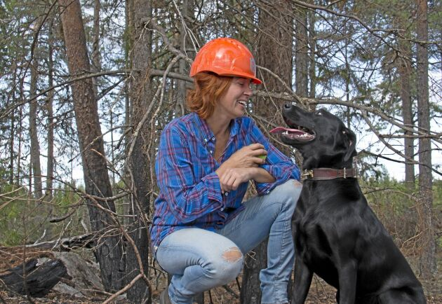 Mette Svarvare beskriver sig själv som uppväxt i en valplåda. Normalt sett är det jakthundar som gäller men utmaningen med brandhundar var för svår att motstå.