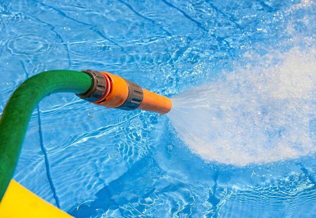 Följ reglerna för bevattningsförbudet i din kommun. En vanlig regel är att inte fylla poolen. Foto: Istock