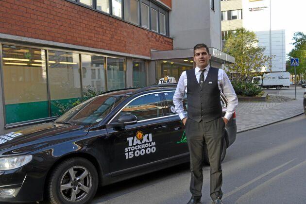 Ihsan Jafaar har veterinärexamen i Irak och har tre resttentor kvar på tilläggsutbildningen på SLU men får inte gå klart. Idag kör han taxi för att försörja sig.