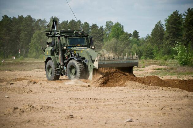 En av Försvarsmaktens anläggningsmaskiner, baserad på chassin från Stridsvagn 121.