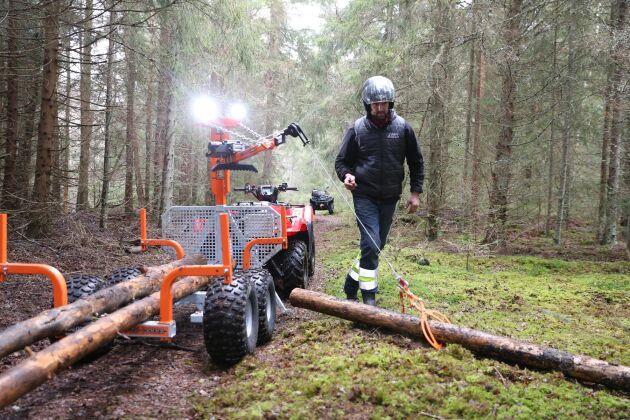 ATL:s fyrhjulingsexpert Per Johansson tycker att en enkel vagn med vinsch kan göra väl så stor nytta som en dyr vagn med griplastare.