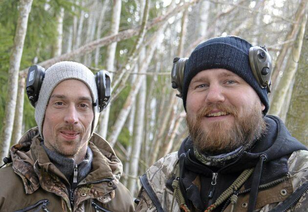 Askur Einarsson och lockexperten Charlie Sandin hade en fin kråkmorgon som startade med snö och avslutades med sol.