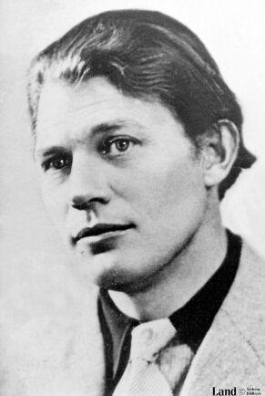 Moa Martinson var gift med den 14 år yngre och blivande Nobelpristagaren Harry Martinsson åren 1929 till 1941.
