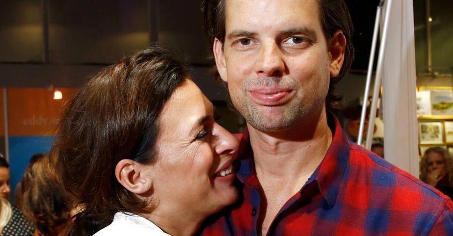 Krönikören och författaren Alex Schulman med sin hustru Amanda Schulman. Paret väntar snart sitt tredje barn.