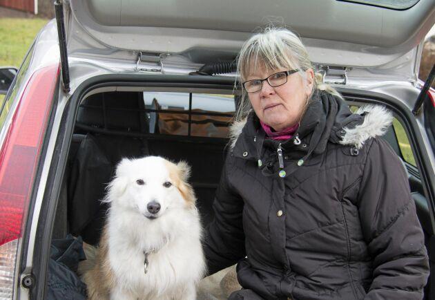 Marie Lindström och isländska fårhunden Flisa.