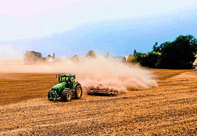 Den första juni i år hade lantbrukare förbundit sig att sälja 1,3 miljoner ton spannmål till Lantmännen i fastpris- och poolavtal.