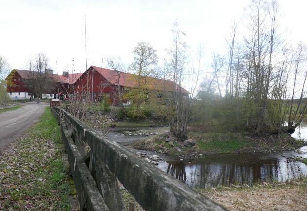 Västlands gård vid ån Tämnaren.