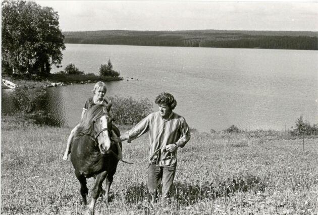 Björn red gärna på hästen Rita och strövade i timtal med hundarna i skogen.