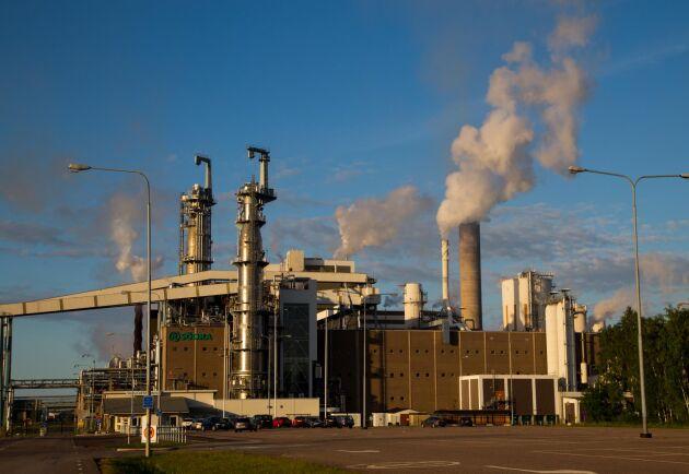 Mönsterås bruk. Produktionen för Södra Wood ska sänkas med 25 procent till stor beroende på minskad efterfrågan i Storbritannien och Irland.