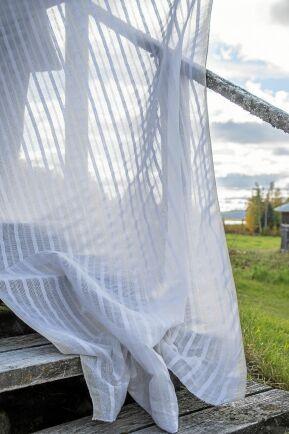 Modellen heter Farmors finrum och är vävd med bomull i varpen och lin i inslaget.