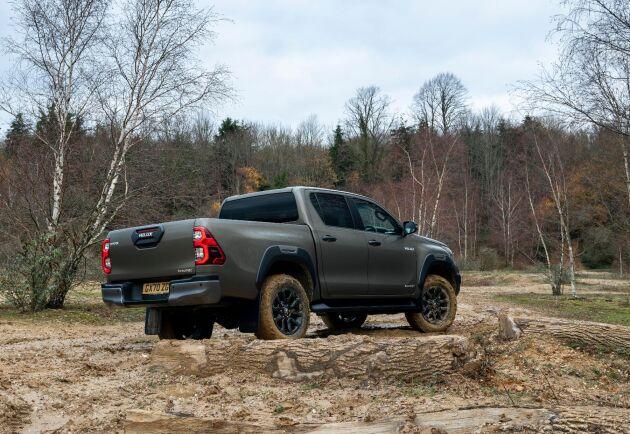 Toyota Hilux, Izuzu D-max och Ford Ranger kan säkert fylla upp delar av tomrummet när övriga lämnar.