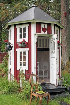 Lusthus med loft som lekstuga åt barnbarnen. Privat, Växjö.