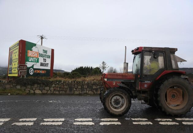 En annonstavla nära gränsen mellan Nordirland och Irland föreslår ett enat Irlands som ett alternativ till brexit.