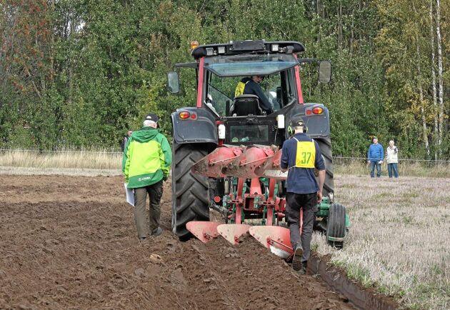 Uddetorps Naturbruksgymnasium tog hem vinsten i skolmästerskapet för växelplogar.