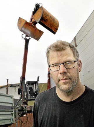 Joacim Jönssons företag i Uppsala lossade den överlastade spannmålsbilen.
