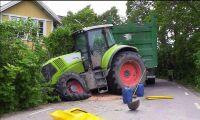 Två traktorer i frontalkrock