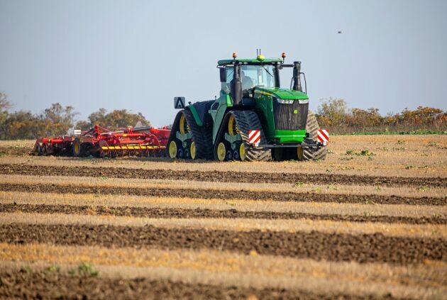 """""""Att köra traktorn är nästan som att sitta på en glasveranda"""", skriver ATL:s traktortestare Anders Nilsson."""
