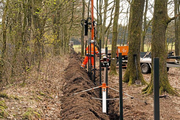 Fem företag, varav ett utländskt, var med i sista rundan när det skulle avgöras vilket som fick entreprenaden för staketbygget. Uppdraget värt 30–35 miljoner danska kronor gick till SEB Hegn i Fredericia.