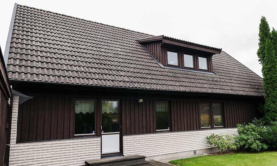 Den vita mexitegelvillan i Trekanten utanför Kalmar byggdes 1977.